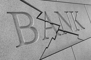 Вкладчикам рухнувших банков деньги вернут дистанционно