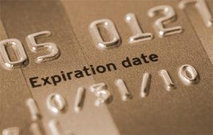 Банковскими картами с истекшим сроком разрешили пользоваться